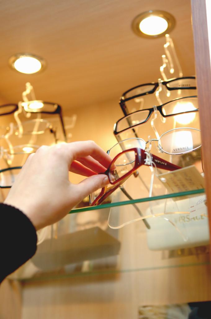 80a3d54b08ad Совершая заказ в сети салонов «Дом оптики», Вы получаете новые современные,  изготовленные согласно Вашему рецепту очки, которые требуют соблюдения  правил ...